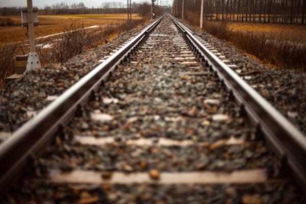 Tren raylarının altındaki taşlar