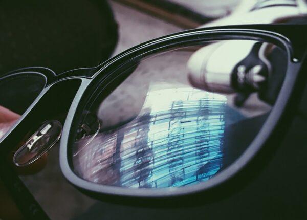 Gözlük Camı Neden Çizilir
